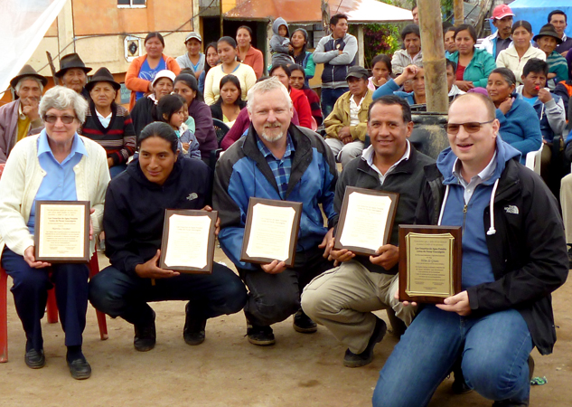 Appreciation plaques were awarded by Loma de Pacay-Guacualgoto to (left to right) Martha Craymer, Edison Caiza, Hermann Schirmacher, César Cortez and Wim de Groen.