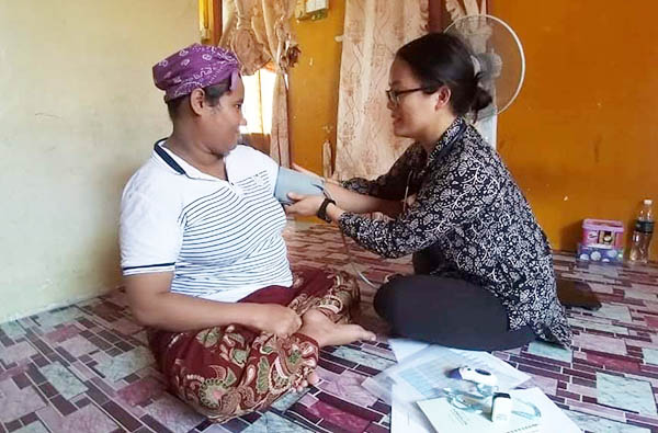 Hannah, a nurse, recently joined the team in Asia Pacific to minister to the needs of the Rohingya. One opportunity is through home visits and a perinatal program.